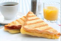 Завтрак- горячие бутерброды
