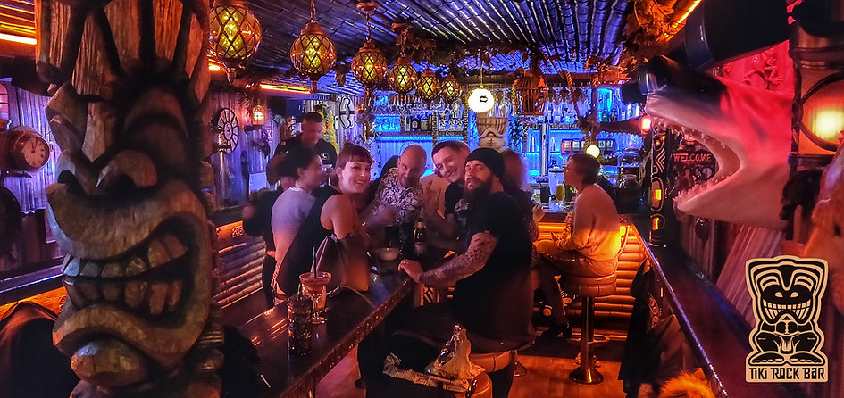 Clients du Tiki Rock Bar