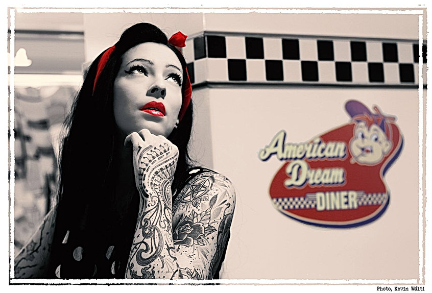 Shooting photos à l'American Dream Diner - Photographe : Kevin Wälti Modèle : Nemesis