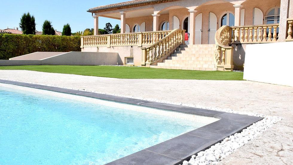 MAISON 210 m² 7 pièces Garage, piscine terrain
