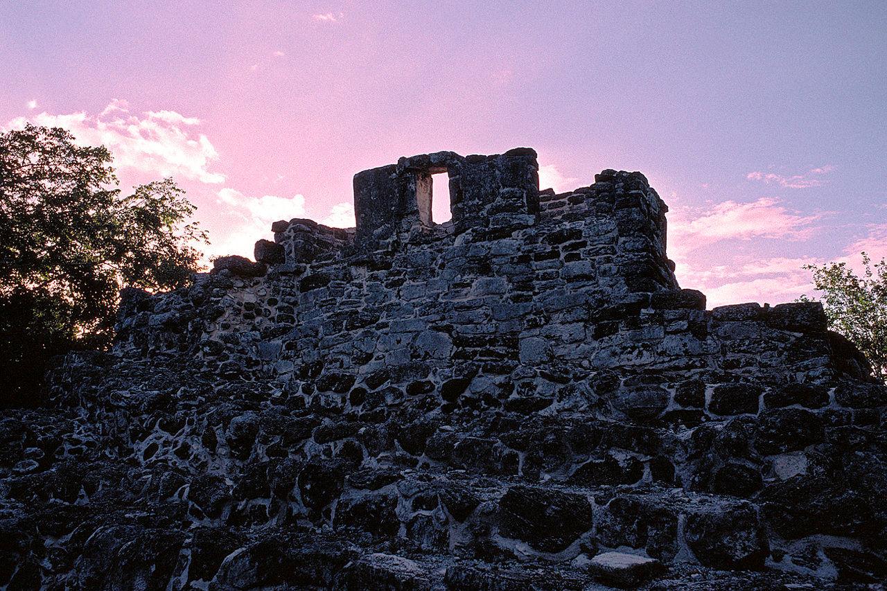 Ruins at Cozumal.jpg