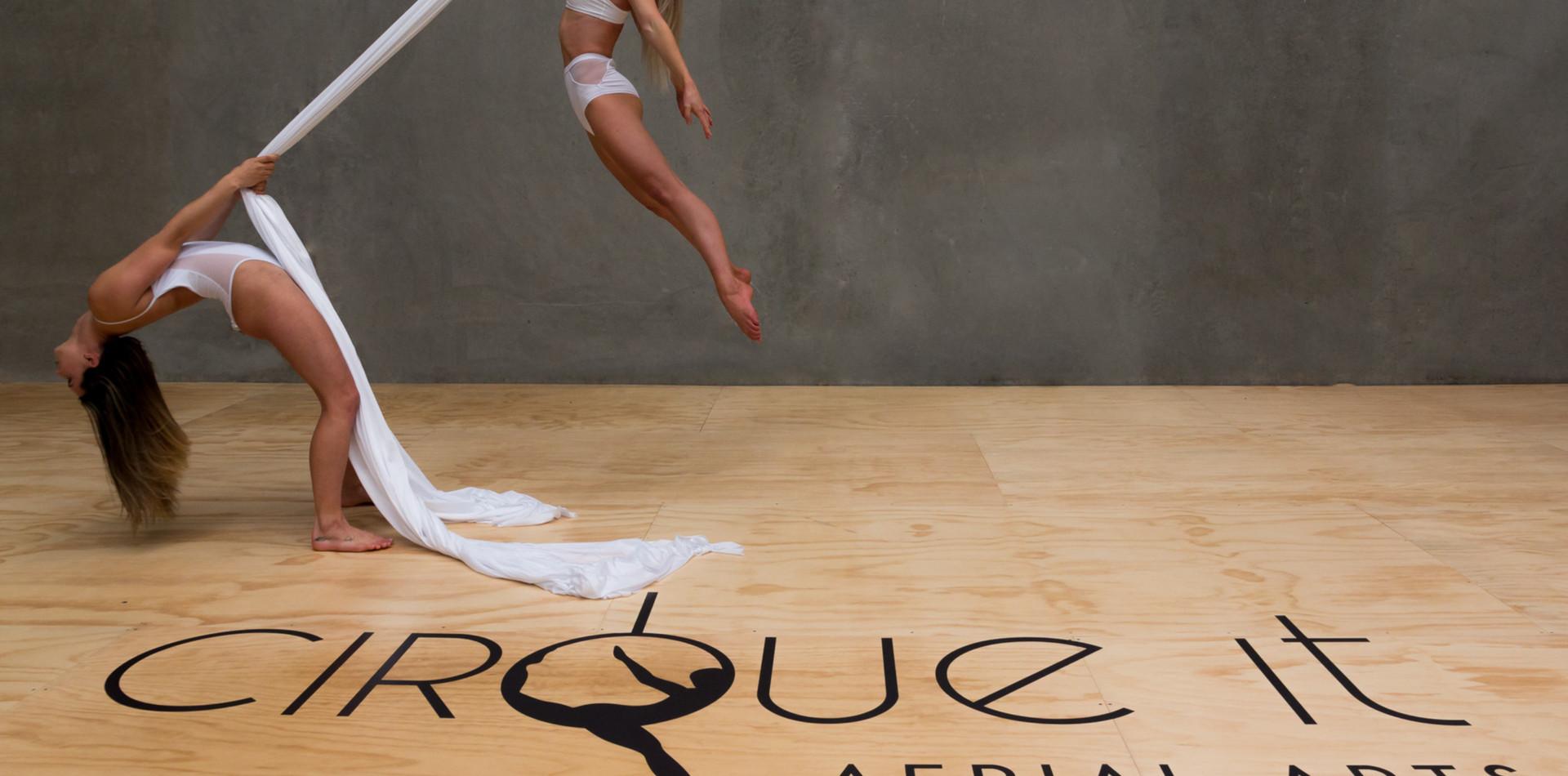 Cirque it - floor graphic