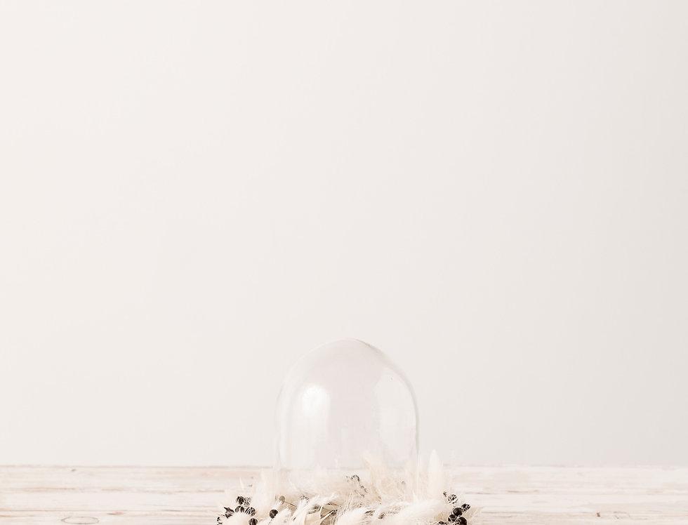 Glasglocke mit Blumenkranz klein