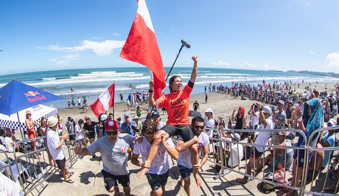 Sofia Mulanovich Wins gold at 2019 ISA World Surfing Games presented by Vans