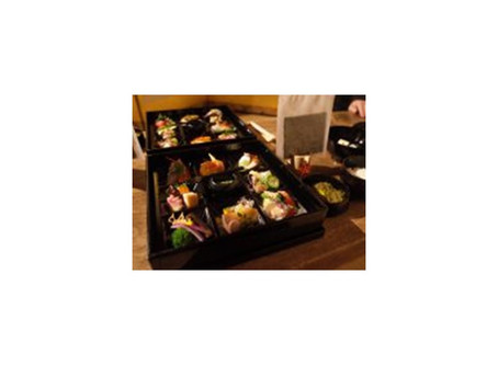 京都の人気店「AWOMB」による宿泊者限定「手おりあえ寿し」の仕出しが スタート!