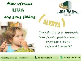 O perigo de dar uvas inteiras para o seu filho