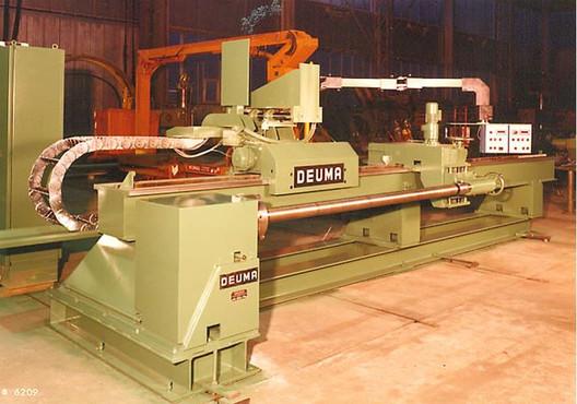 Machine for the weld overlay of conveyor screws
