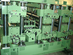 Side view of a continuous panel welding machine