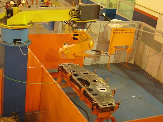 Robotic equipment with rotating C-post for the welding of railway sub-carriages