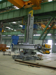 Column & boom equipped with grinding equipment