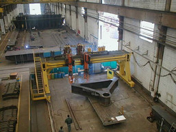 Heavy Gantry-Type Equipment with 35 x 10m working range, 2x6 Robotic axes and 6 external axes from DEUMA