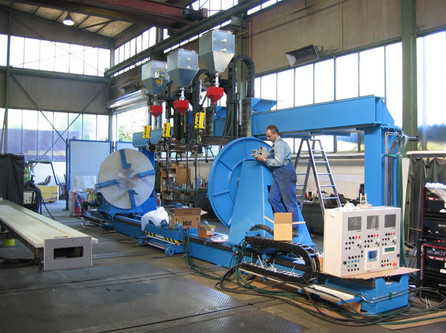Deuma special circumferential seam welding machine for flanged pipes.
