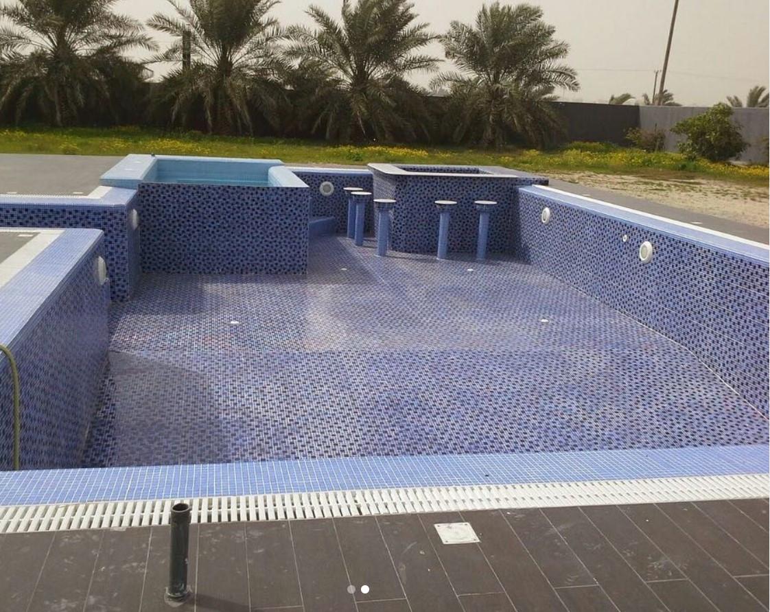 pool with jaccuzi and bar kuwait.jpg