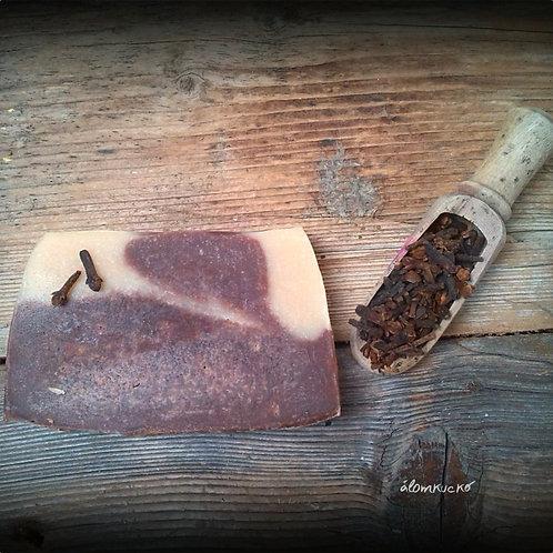 Mézes - szegfűszeges szappan kecsketejjel és kakaóvajjal