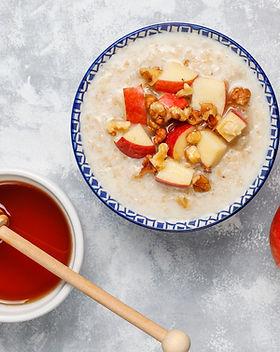 oatmeal-porridge-bowl-with-honey-red-app