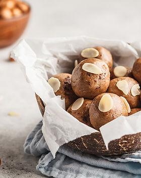 vegan-healthy-hazelnut-cocoa-raw-balls.j