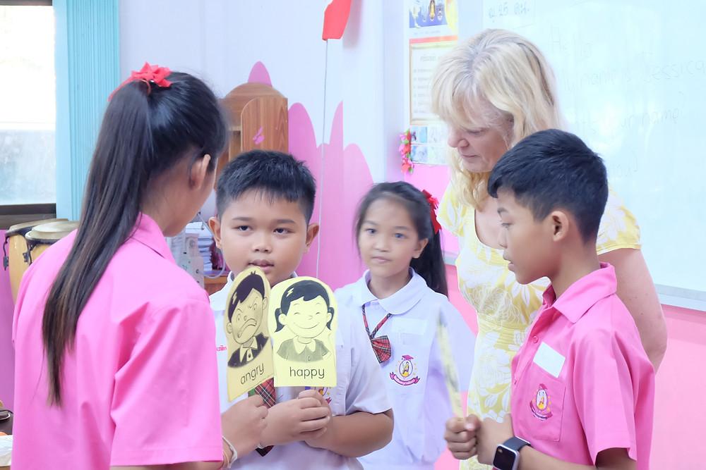 การเปิดโอกาสให้นักเรียนได้ลงมือทำ ลองผิดลองถูกเอง ช่วยให้เขาสามารถเรียนรู้การใช้งานภาษาอังกฤษได้ดีขึ้น