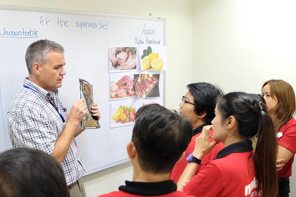 การเรียนภาษาอังกฤษแบบ CLT ที่เน้นการฝึกพูดและฟังภาษาอังกฤษเป็นหัวข้อที่น่าสนใจก็เป็นอีกวิธีที่น่าสนใจเช่นกัน