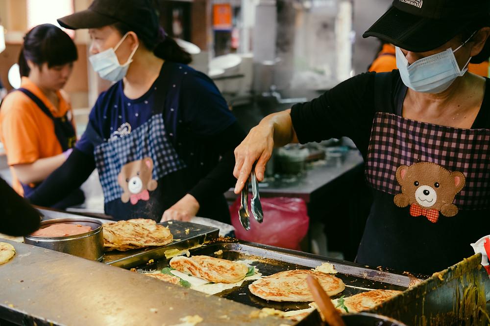 Eating in Taiwan - Flaky Scallion Pancake by Like It Formosa - Taipei Food Tour