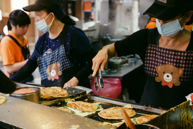 Flaky scallion pancake, Taiwan's vertical pizza丨Eating in Taiwan