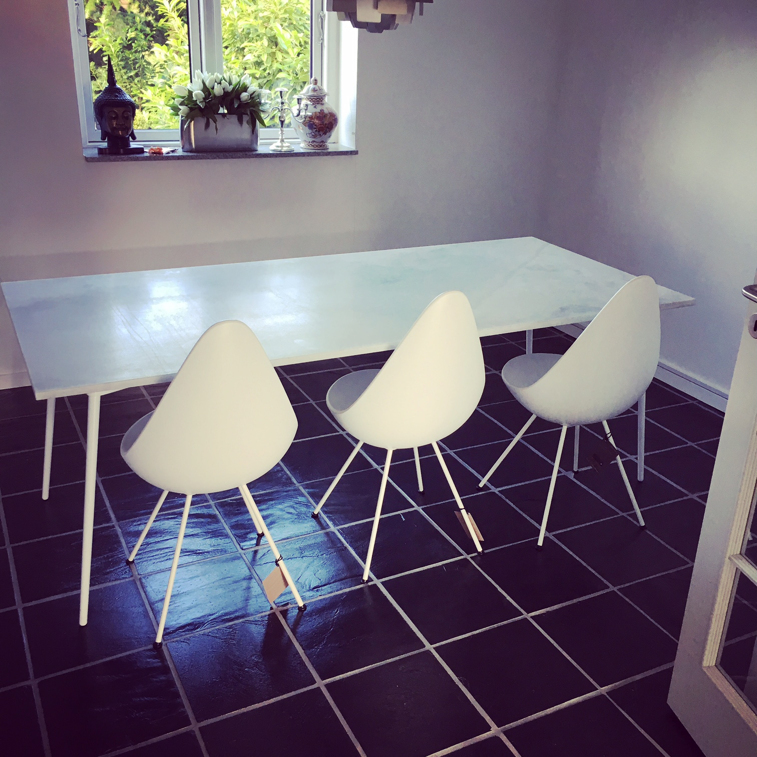 PURE WHITE DINING TABLE