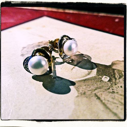 Gold, Pearl & Diamond Heart Earrings.