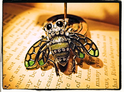 Bee Brooch / Pendant