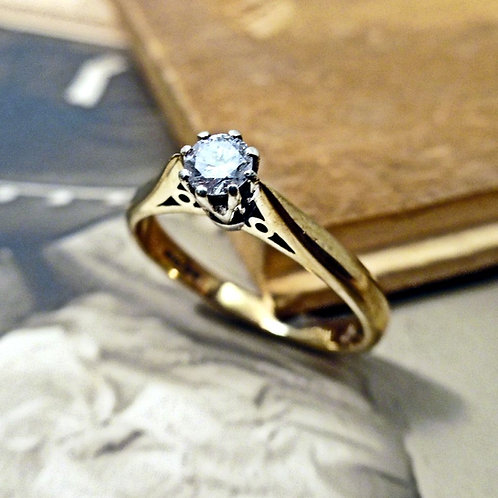 9ct Gold & Diamond Soliataire Ring