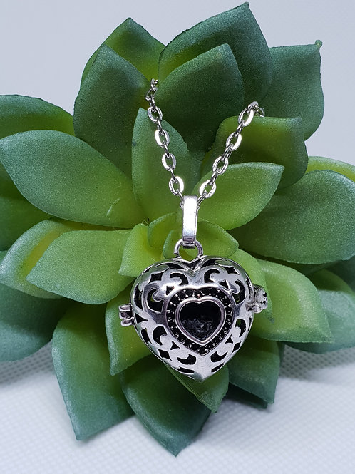 Aromatherapy Necklace - 'Filigree Heart'
