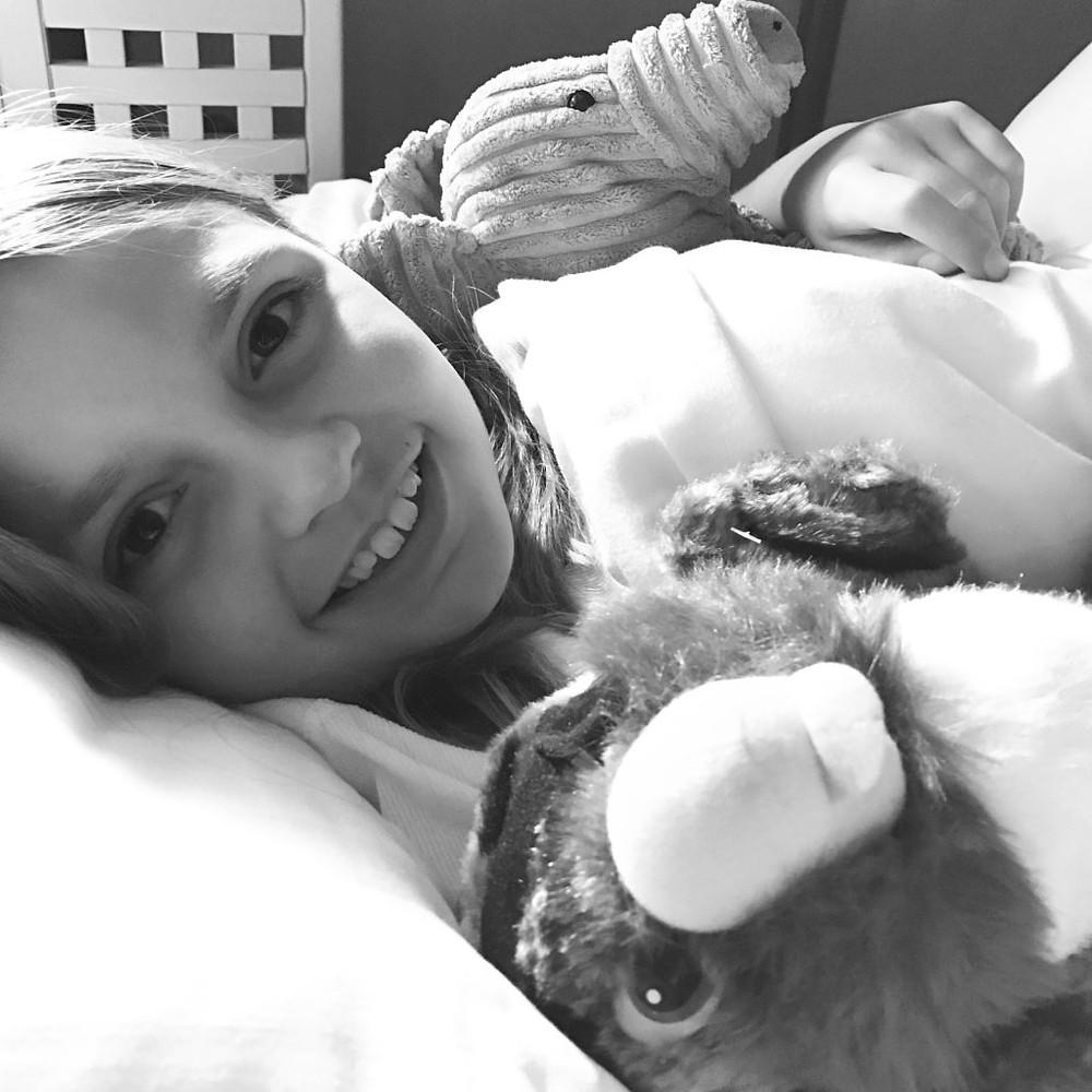 jente med bamsene sine