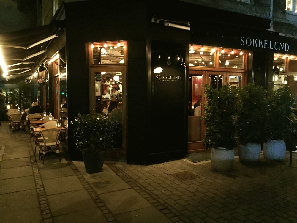 Restaurant Sokkelund - et sted hvor kokkene rundt omkring i København kommer for å spise, og som virkelig gjør det lille ekstra! Servitøren tente på varmelampene utenfor restauranten for at vi ikke skulle bli kalde mens vi ventet på taxi!