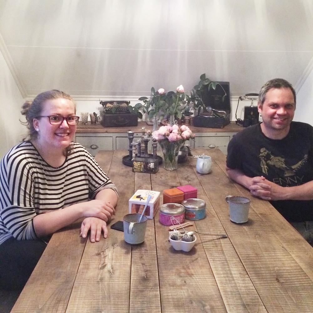 Gode folk å rådgi seg med, her representert ved praktikanten Linn og EkteMannen Glenn, er viktig for å holde topplokket i sjakk!