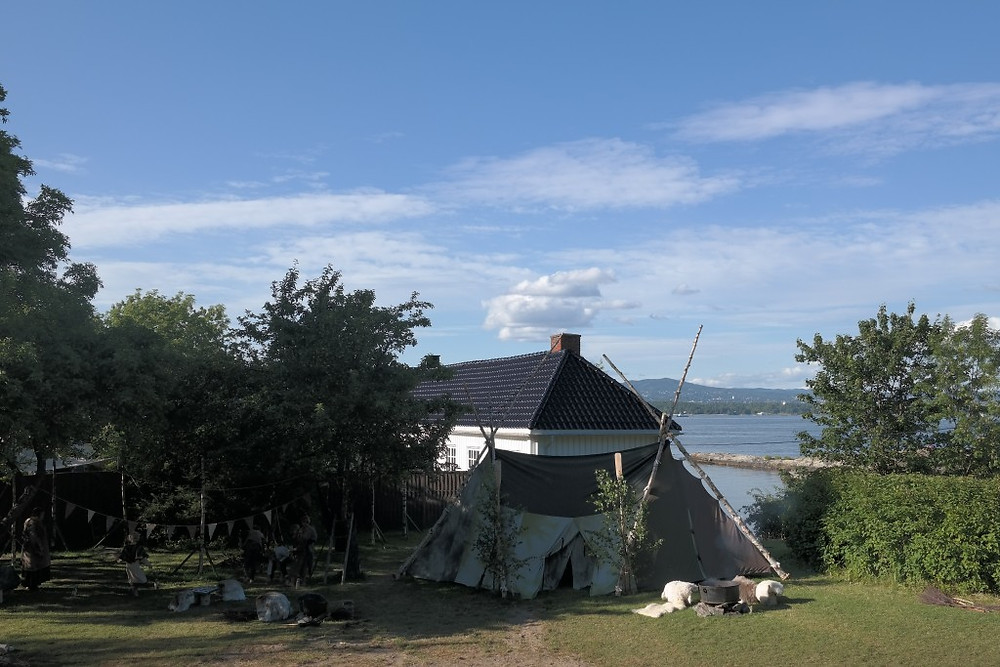 Nesoddspelet spilles i idylliske omgivelser på Tangen Gård