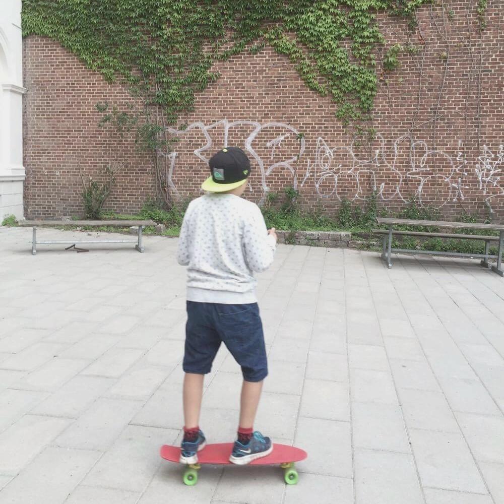 Gutt som skater