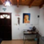 Ingreso al estar, con alarma, disyuntores, llave térmica y bella decoración