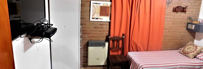 Televisor, calefactor, placard.