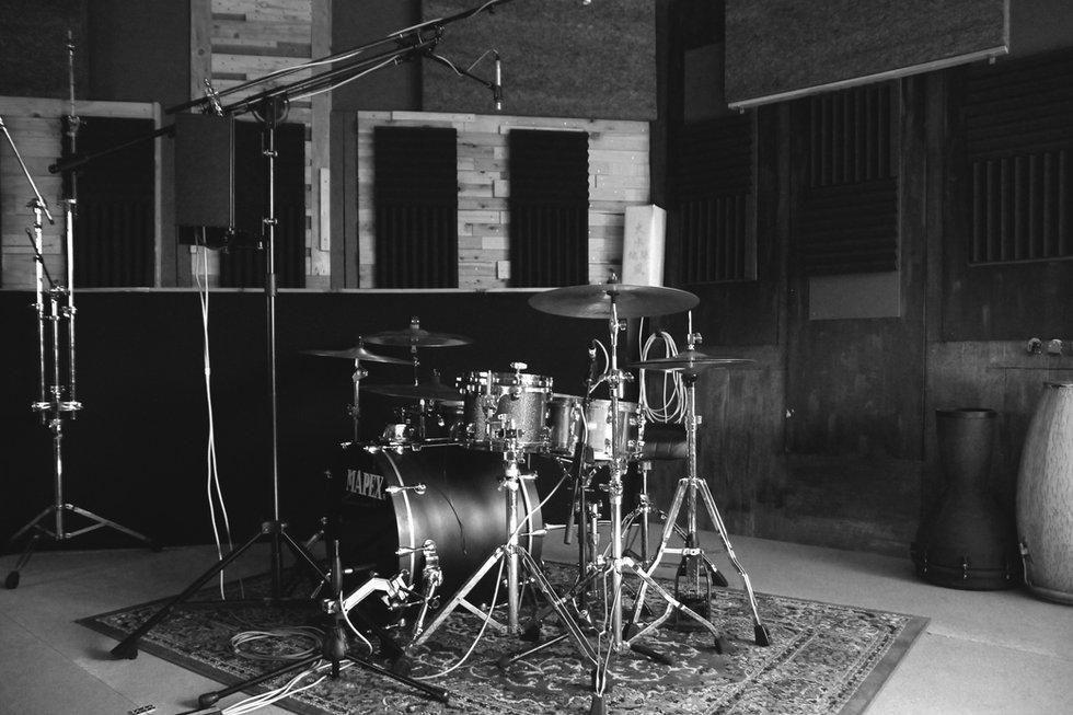 Drumkit 1 b_w.jpg