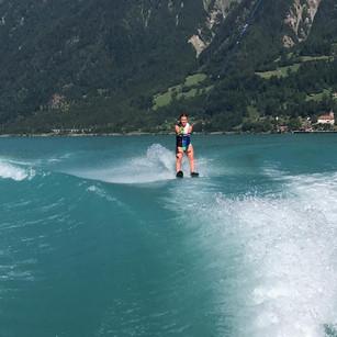 Wasserskifahren im wohl schönsten See der Welt.