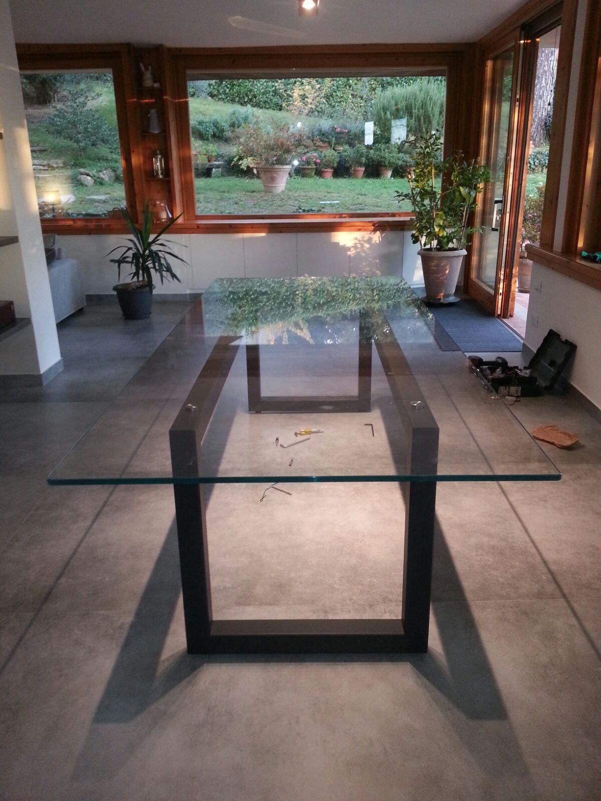 Tavolo struttura in ferro e piano in vet