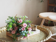 スモーキーピンクのバラはこなれた感じで好き