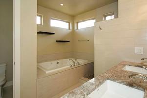 25-master-bathpng