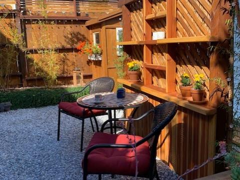 garden-cafe-tablechair.jpg