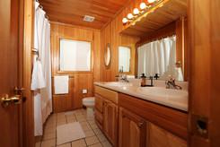 downstairs-bath_2jpg