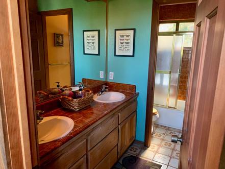16-upper-bathroom-1jpg