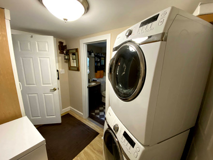 17-walk-in-closet-laundry-bjpg