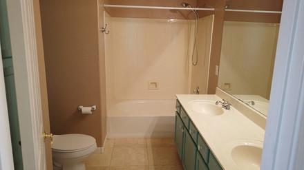 upstairs-bathjpg