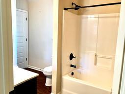 24-upstairs-bath_2jpg