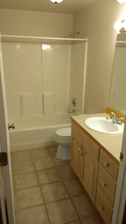 13. Second Bath.jpg
