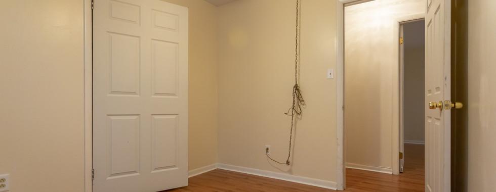 bedroom 1 (3).jpg