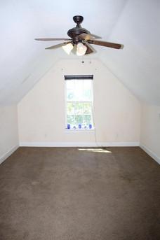 bedroom-upstairs_1jpg